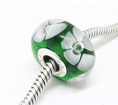 Мънисто - Зелено с бяло цвете
